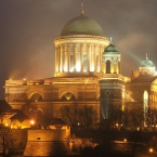 800px-Esztergom_bazilika_lights